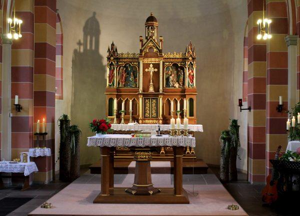 Altarraum der Pfarrkirche St. Georg